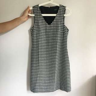Dress with pockets and fully lined