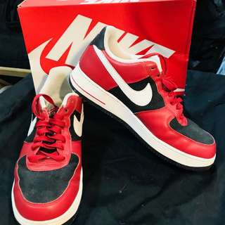 Original Nike Air Force 1 shoes (in red black)
