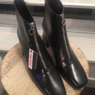Zara blk booties size 40 - retro and comfy, with tags