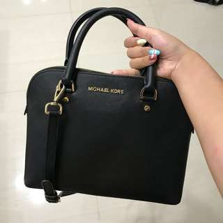 MICHAEL KORS CINDY MEDIUM DOME SATCHEL BLACK