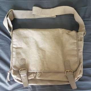 27 Seven Messanger Bag