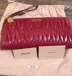 ⚠️Limited edition - Brand New Authentic Miu Miu Matelasse Large Clutch - Cherry color