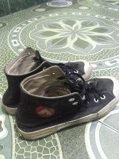 Sepatu ngampus