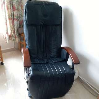 OSIM..MASSAGE chair, up and down adjustments. Can be used as a single bed with different functions
