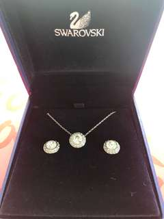 Swarovski necklace and earrings set brand new