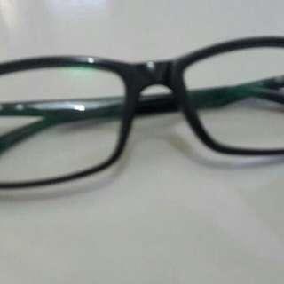 Kacamata minus 0.75