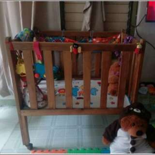 Wooden crib with free foam