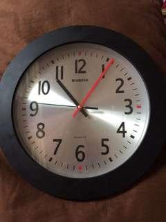 Jam dinding Quartz