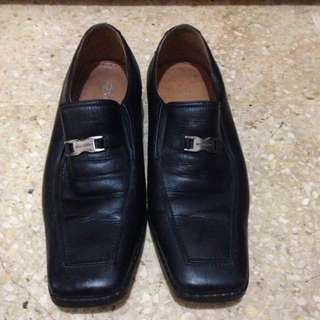 Sepatu pantofel (kulit) buccheri