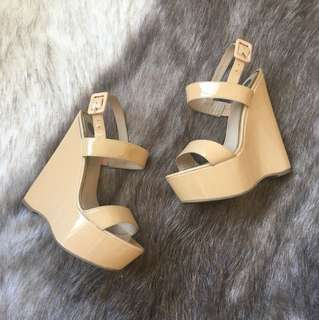 Nude patent wedges size 6