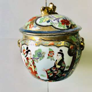 Chinese Porcelain Jar with lid (10inches)