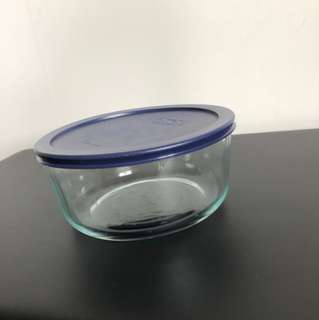 Pyrex storage container - 1.65L