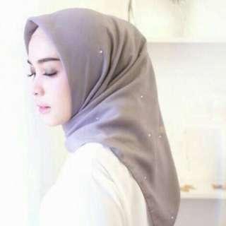 Hijab segiempat swarovski