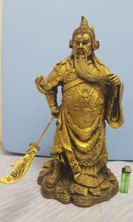 Guan gong statue 18 inches ( plastic made side damaged a bit!!!)