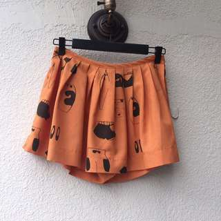 Skorts culottes in burnt orange XS to S size. Adjustable waistband.