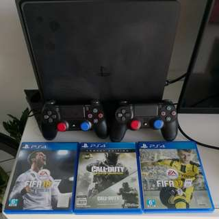 PlayStation PS4 500GB jet-black + 2controllers + 3games + cooling base