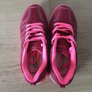 Dr. Kong sports shoes