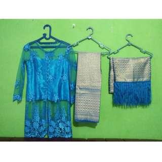 Kebaya (warna biru)