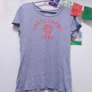 🚚 Abercrombie & Fitch Holister 字母上衣 t-shirts