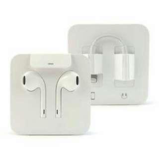 BNIB Apple Lightning Earpods & Adapter