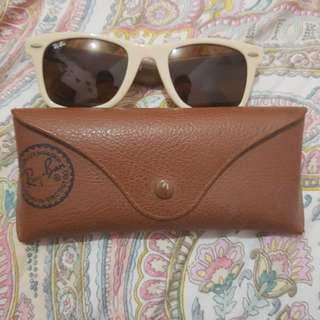 Rush sale. Original rayban wayfarer. PM me for offers urgent