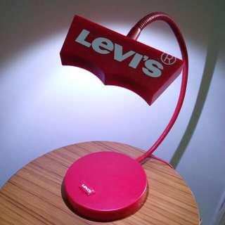 Levi's USB 插頭座枱燈