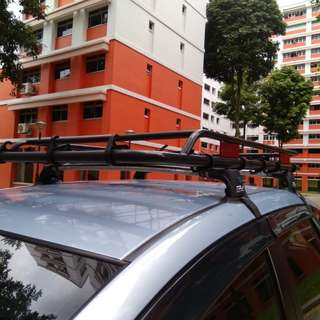 Tola roof rack with tray