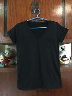 👱🏻♀️ Basic Black Vneck Shirt M