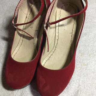 Red Peep toe wedge