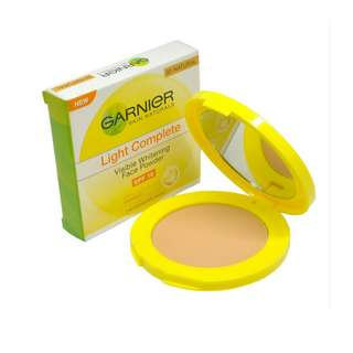 <FREE DELIVERY> Garnier Skin Natural Light Complete Visible Acne Whitening Face Powder Foundation Cake in 01 Ivory Shade