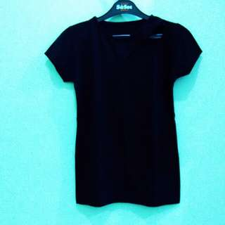 Black tee fit to L