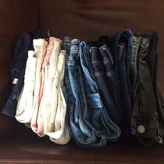 3 pairs of jeans for 35 dollars. Zara, ASOS, Armani exchange, AX branded mostly. Waist 25 inches mostly.