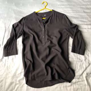 Uniqlo Collarless 3/4 Sleeved Shirt in Black