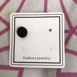 8mm韓風黑色耳環