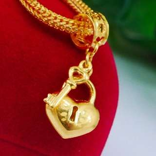 916 Gold CHAMS PENDANT