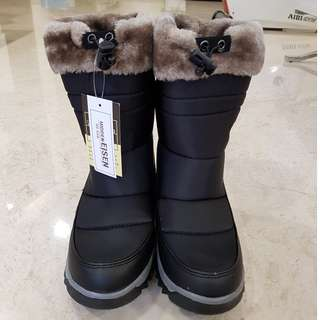 Winter Boots with Hidden Eisen