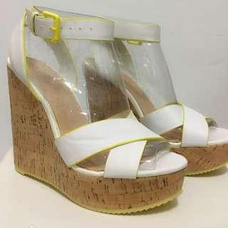 🚚 ALDO +羅馬假期白色亮黃邊繫帶軟木塞楔型涼鞋