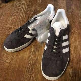 🚚 特價出清   全新UK4.5號Adidas Gazelle灰色