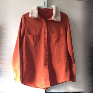 Orange top with fluffy collar 橙上衣配毛毛領