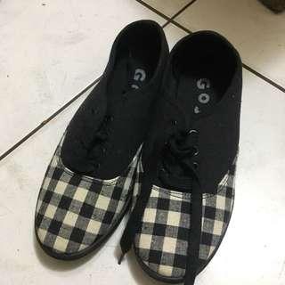 🚚 GoJane 黑色格紋帆布鞋