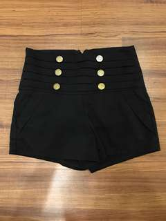 Buttons shorts