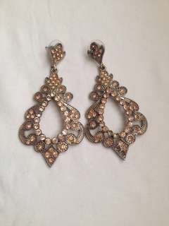 Anting pesta