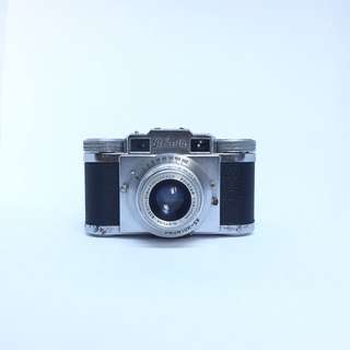 Paxette 35mm rangefinder film camera. Made in Germany.