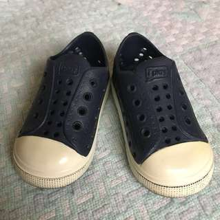 Baby's slip-on shoes (size EU20)