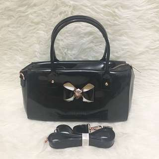 Black Pressed Speedy Slingbag