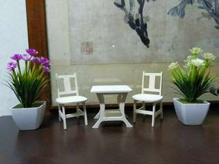 Miniatur Kursi dan Meja