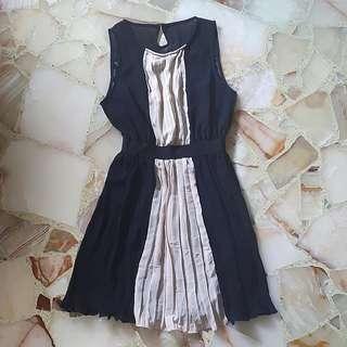 Monochrome pleated dress