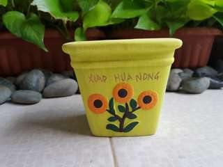 SUNFLOWER DESIGN POTS YELLOW DONT MISS IT