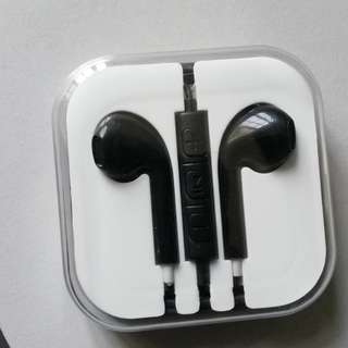 Apple lookalike earphone