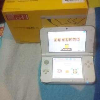 Nintendo 3DS XL Pikachu addition in Full set + 1 set Skylander (no box) + 1 Pokémon X (no Box)